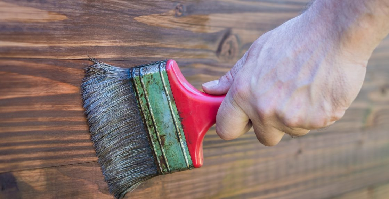 painting-varnish-on-wood